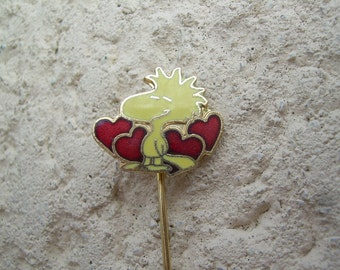 Vintage gold tone and enamel, Woodstock from Peanuts stick or hat pin pretty