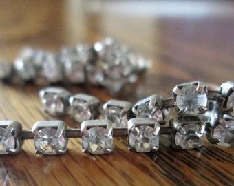 SALE vintage rhinestone dangle drop earrings
