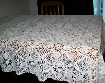 Crochet Friendship Tablecloth/twin bed topper in White
