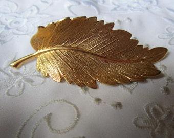 Vintage Gold Tone Large Delicate Detailed Leaf Brooch