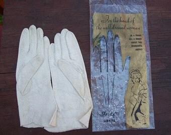 Vintage Women's White Leather Gloves in Original Bag Glovely Service
