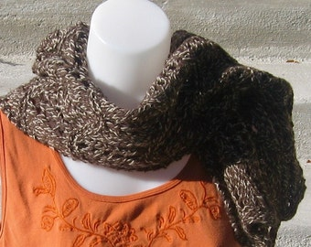 Hot chocolate and marshmallows: lace-knit wool scarf