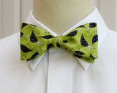 Men's Bow Tie with black birds on lime background,  bird lovers bow tie, blackbirds bow tie, nature lover's bow tie, zoo wedding bow tie