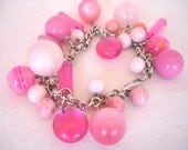 Bracelet with vintage lucite beads in shades of pink, vintage inspired, pink bracelet, charm bracelet
