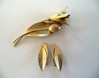 Whiting and Davis Brooch and Earrings Set Matte Brushed Gold Tone Signed