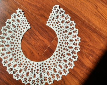 vintage collar made of rick rack