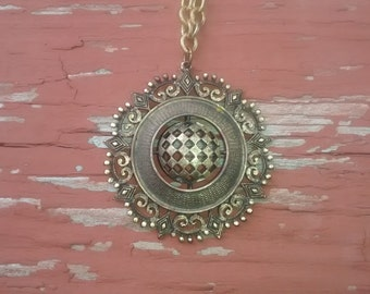 Vintage Gold Tone Pendant Necklace