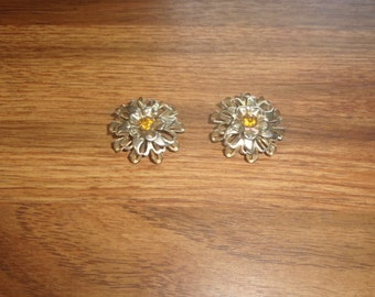 vintage clip on earrings goldtone flowers rhinestones