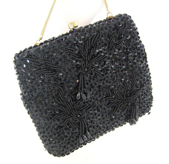 a little beaded bag Have you ever gone to an estate sale or auction and wondered if that beaded bag that seems such a deal is really valuable to be able to tell, first you need to know a little about the history of the beaded bag.