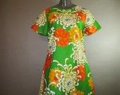 ALICE Polynesian Fashions Dress // Large Floral // Cotton w/ Orange Side Pleats // Mid Back Zipper