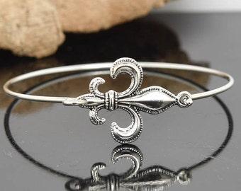 Fleur de lis Bangle, Sterling Silver Bangle, Fleur de lis Bracelet, Stackable Bangle, Bridesmaid Bangle, Bridesmaid jewelry, Bridal Bracelet
