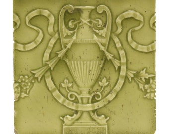 Single green decorative tile