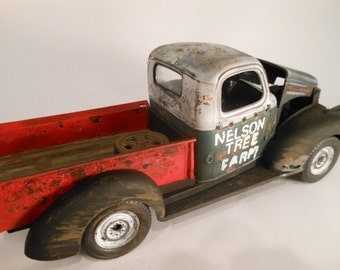 Classicwrecks Scale Model Rusted Pickup Truck