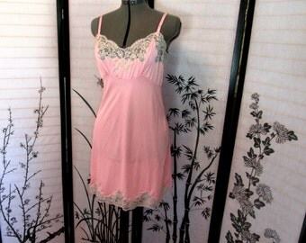 Rockabilly Pinup 50s 60s Pink Lingerie Slip Lace Fitted Bodice Size 36 - size M