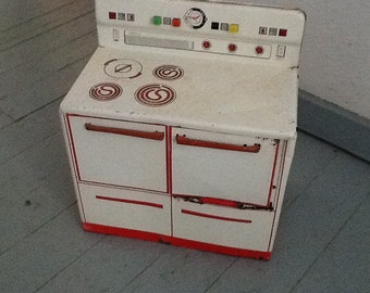 Wolverine Toy Metal Stove Red White