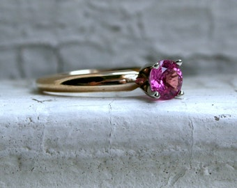 Beautiful Vintage 14K Yellow Gold Pink Sapphire Solitaire Engagement Ring - 0.50ct