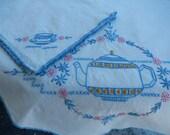 Vintage Tablecloth - Tea Pot Tablecloth - Vintage Linens - Farmhouse Tablecloth - Small Tablecloth - Tablecloth & Napkin