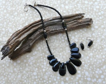 18 Inch Black Striped Agate Nine Teardrop Necklace with Earrings