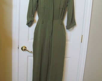 VTG romper one-piece army green jump suit//romper//jumper size 4 GORGEOUS