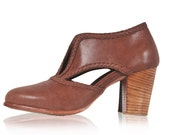 SPIRIT WALKER. Brown booties / womens shoes / leather booties / vintage leather shoes. Sizes 35-43. Available in different leather colors.