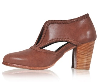 Sale. Sz. 5.5 & 10. SPIRIT WALKER. Brown leather shoes  / leather booties / womens shoes / womens leather shoes / vintage style