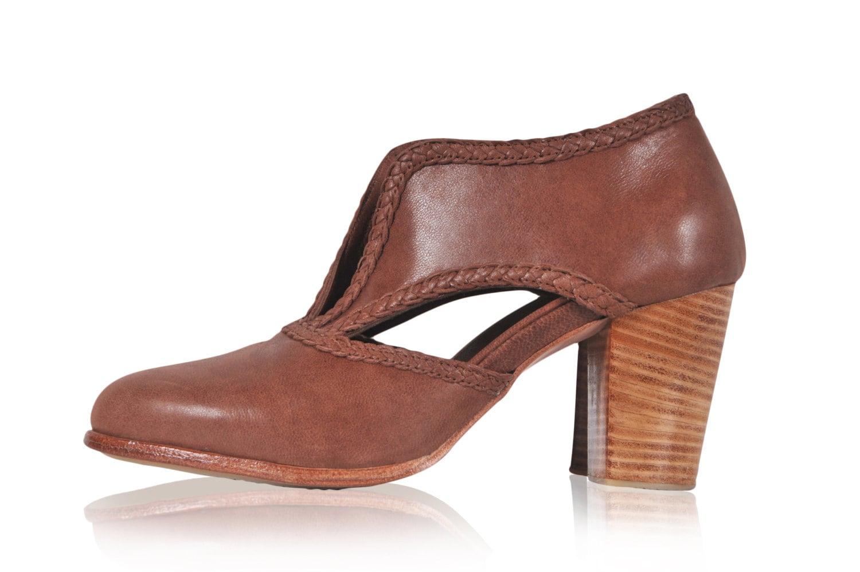 SPIRIT WALKER. Brown booties / womens shoes / leather booties