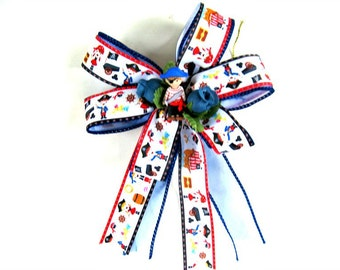 Pirate themed birthday bow/ Small gift bow/ Bow for boys/ Pirate gift bow/ Bow for pirate parties/ Boy birthday bow/ Gift wrap bow (FN112)