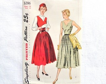 Vintage Simplicity Sundress  or Jumper and Blouse Pattern 3286 Size 14 1950