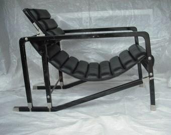 Bauhaus Bau-WOW!- Eileen Gray Transat Chair