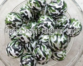 20mm Resin Green Camouflage Print on White Pearl  -  Chunky Necklaces - Set of 10 - pearls Camo