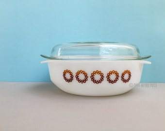 Agee/Crown Pyrex #CR300 round casserole dish with lid
