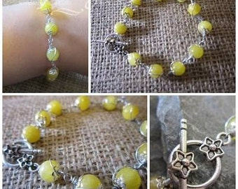Yellow Jade beaded bracelet with flower toggle clasp
