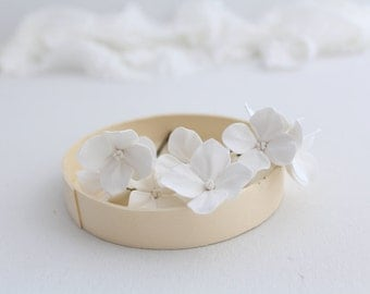 White hydrangea. Hair bobby pin polymer clay flowers. Set of 8. 8 hydrangeas - 8 pins