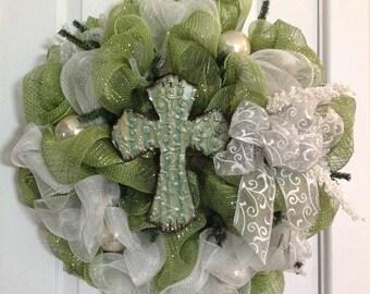 Deco Mesh Wreath - Year Round