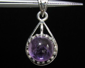 sterling silver gemstone pendant with a purple round shaped amethyst marked 925 (GP381)