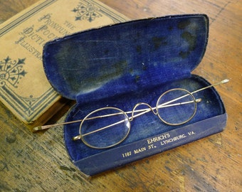 Gold wire eyeglasses with case