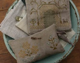 Pattern: Garden Gate Sewing Book and Pinkeep by Stacy Nash Primitives