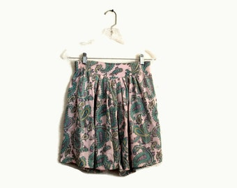 90s High Waisted Shorts / 90s Cotton Grunge Shorts 1990s Pink Paisley Print M L