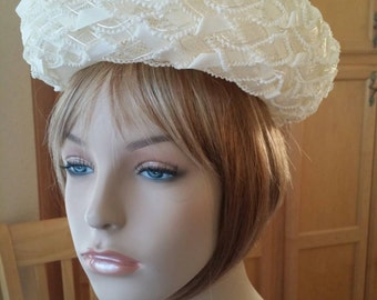 "DARLING Hollywood Glam Vintage 1960's Ivory/White ""DORIS DAY"" Breton Style Hat. Beautifully Weaved Stiff Netting Decorated,w/ Ribbon & Lace"