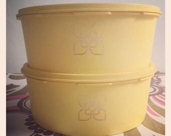 1 Retro Harvest Gold Tupperware Container - Cake