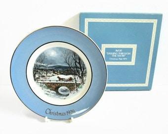 Dashing Through The Snow, Vintage Avon Christmas Plate, 1979 Seventh Edition, Enoch Wedgwood Turnstall England Porcelain Plate Holiday Decor
