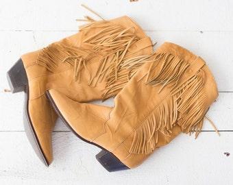 Dingo Fringe boots | Vintage 1970s tan Dingo cowgirl boots with fringe | Tan fringe boho vintage boots