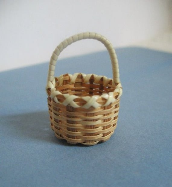 How To Weave A Mini Basket : Miniature woven basket dollhouse with handle