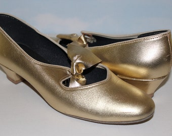 1960s 70s Size 7 1/2 Yellow Gold Kitten Heels Pumps Dance Shoes