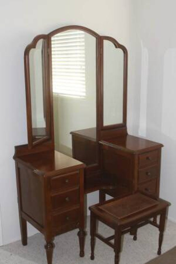 Vanity dresser with long trifold mirror antique victorian for Long antique mirror