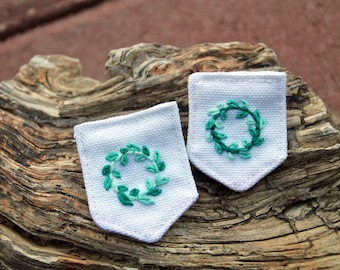 Turquoise Ombre Wreath Canvas Banner Brooch