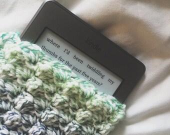 "Crochet Kindle Cover / E-Reader Case/Sleeve (for 6""-7"" Nook, Kindle, Tablet) - Cream, Blue, Green"