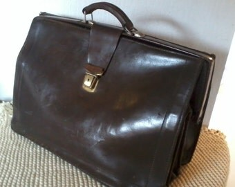 very large saddlebag, satchel, bag type Briefcase, leather doctor bag