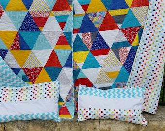 Single size quilt and pillow case set.
