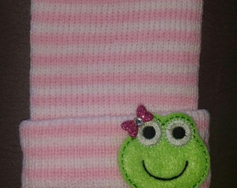 NEWBORN Hospital Hats. EXCLUSIVE To This Shop! Frogs with Bow! Thicker Knit Hat Baby's 1st Keepsakes! Newborn Beanies. Baby Girl Hat!
